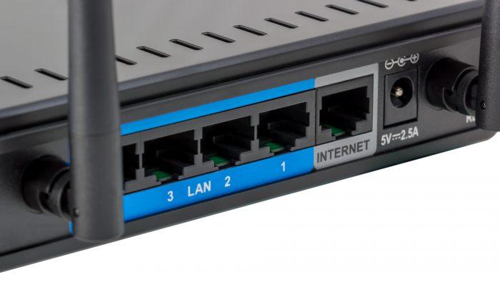 防犯カメラをネットワークに上手く接続する図