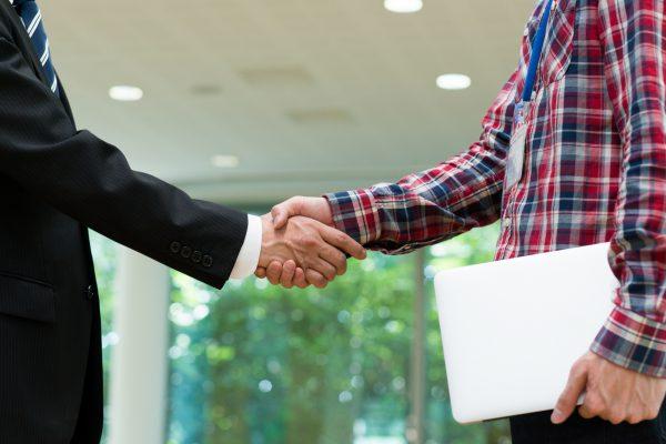 契約の握手