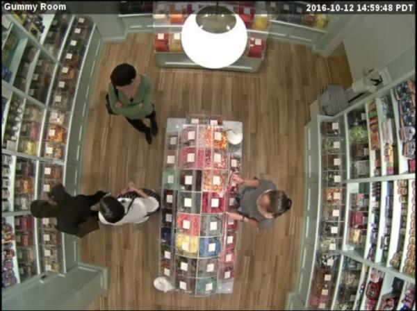 監視カメラから見た店舗内の写真