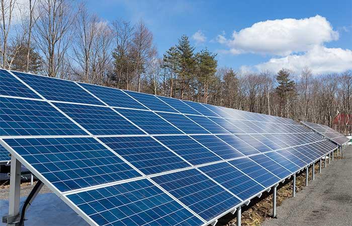 「野立て」のソーラーパネル(太陽光発電)