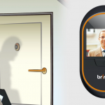 玄関の防犯カメラ設置が工事不要だから自分で可能!?brinnoのドアスコープカメラとは?