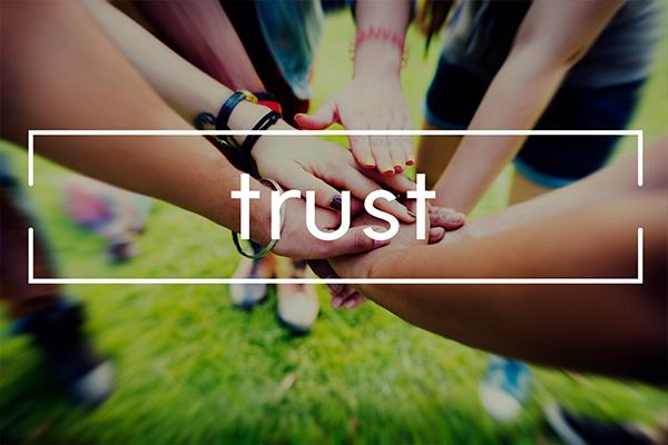 スタッフとの馴れ合いは不要!適切な組織統治が重要!のイメージ画像