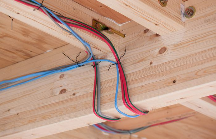 屋根裏の配線