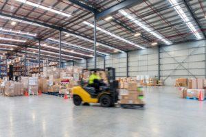 倉庫や工場に防犯カメラを導入するメリットと設置のポイント